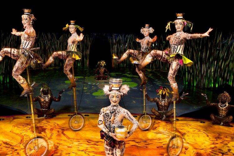 - © OSA Images / Costumes: Kym Barrett / ©2010 Cirque du Soleil Inc