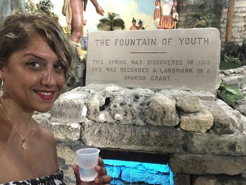 Selfie à la fontaine de Jouvence - © Saliha HADJ-DJILANI