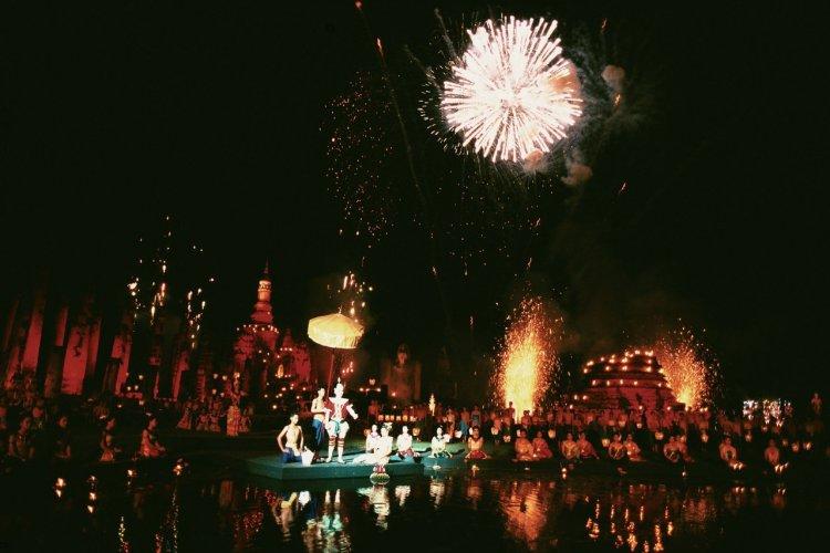 Spectacle son et lumière au festival de Loy Krathong. - © Author's Image