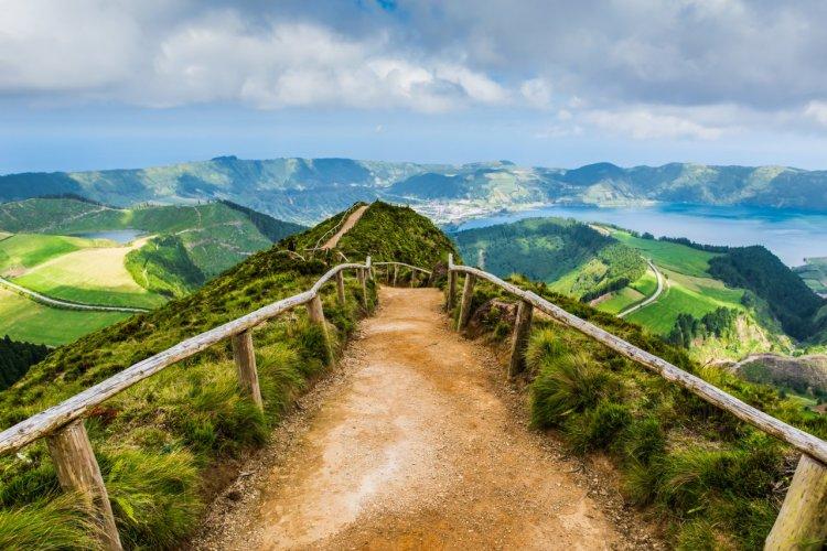 En route vers Sete Cidades, São Miguel. - © Vicky SP - Shutterstock.com