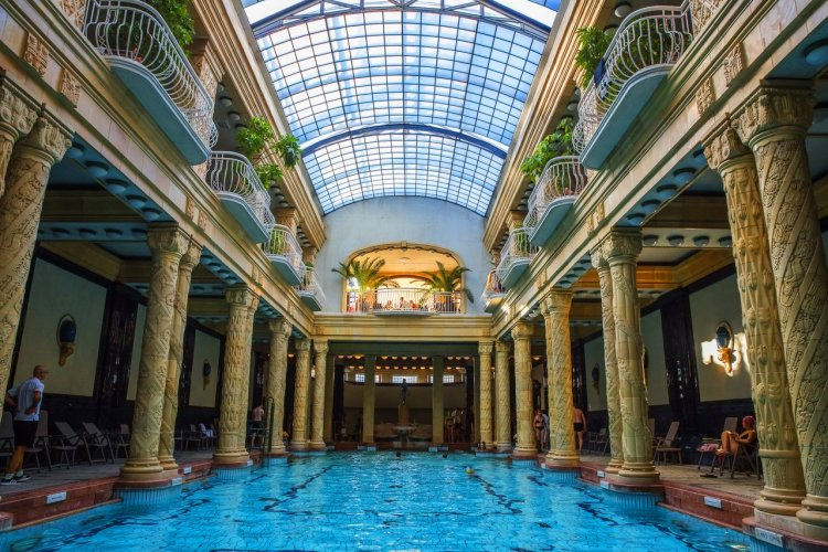Hôtel Gellert, Budapest - © Ungvrai Attila - shutterstock.com