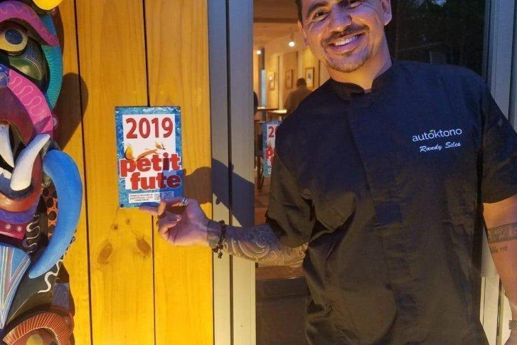 Le Chef Randy Siles devant son restaurant OS - © Randy Siles