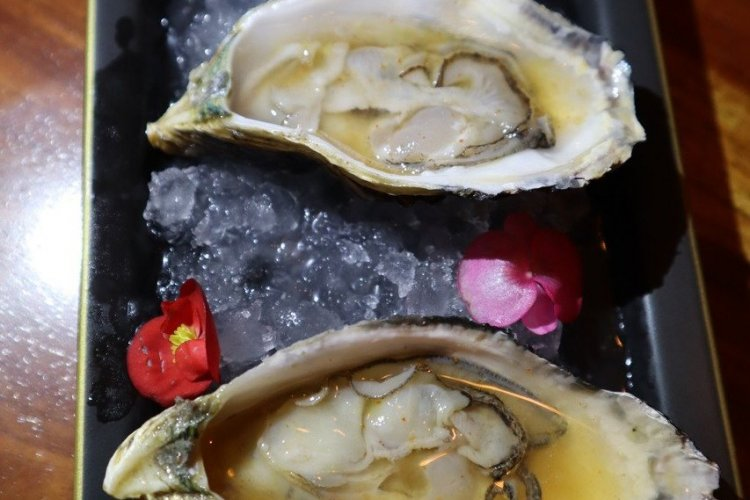 Huîtres de Paquera, sauce piquante. - © Laurent BOSCHERO