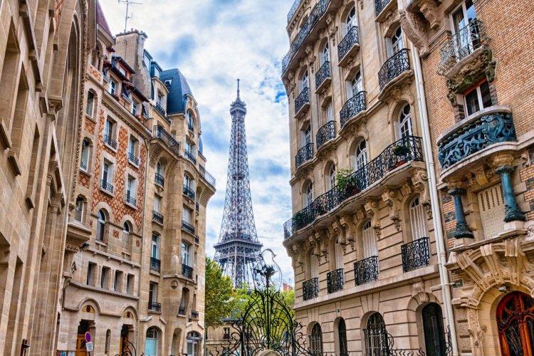 La vue sur la Tour Eiffel depuis le Square Rapp - © A Samson - shutterstock.com