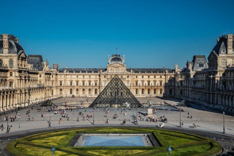 La Pyramide du Louvre - © 2012 Musée du Louvre Olivier Ouadah