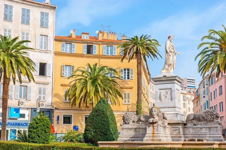 Bastia - place Saint-Nicolas - © Efesenko