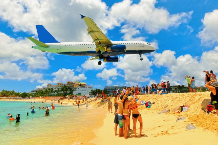 Maho Beach, Saint-Martin - © Solarysis - Shutterstock.com