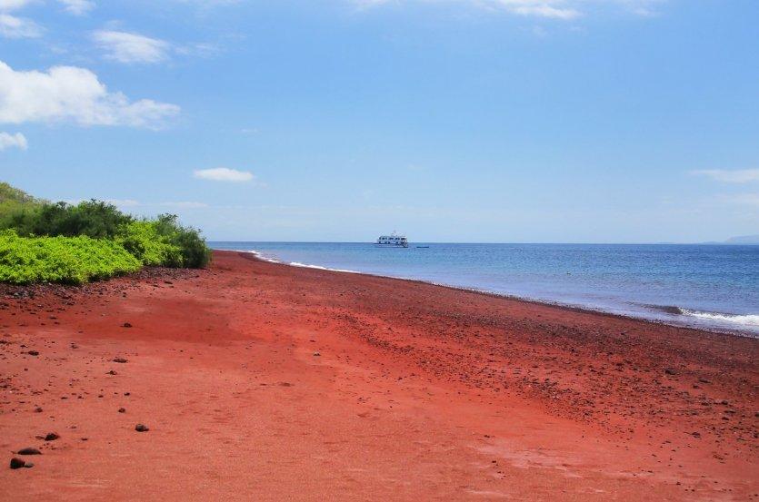 18562-plage-rouge-de-l-ile-de.jpg