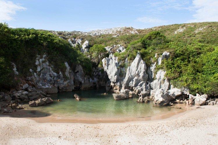 La plage de Gulpiyuri - © Ana Prego - shutterstock.com