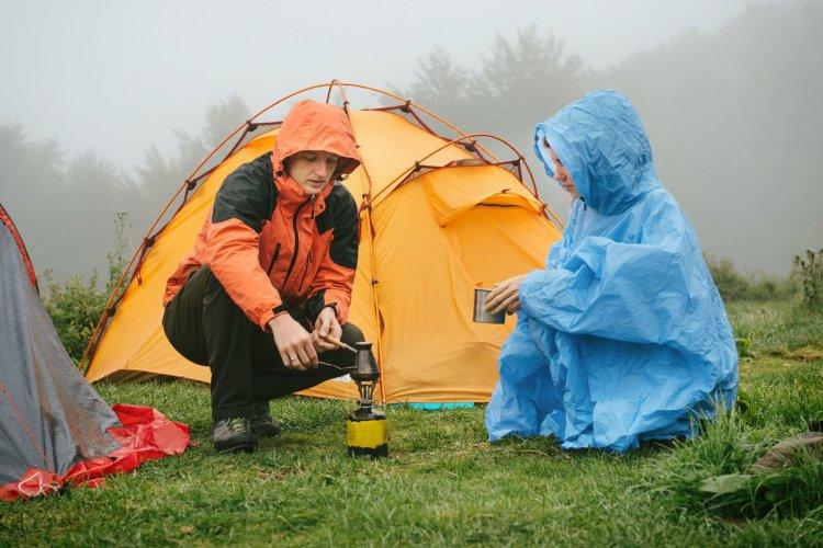 La pluie au camping. - © Nina Lishchuk - Shutterstock.com