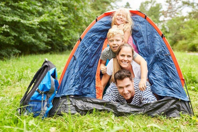 Choisir sa tente. - © Robert Kneschke - stock adobe.com