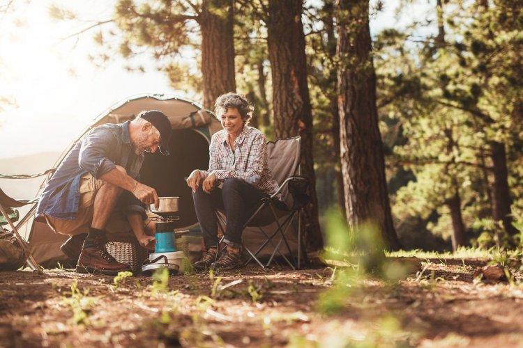 Placer sa tente à l'ombre. - © Jacob Lund - Shutterstock.com