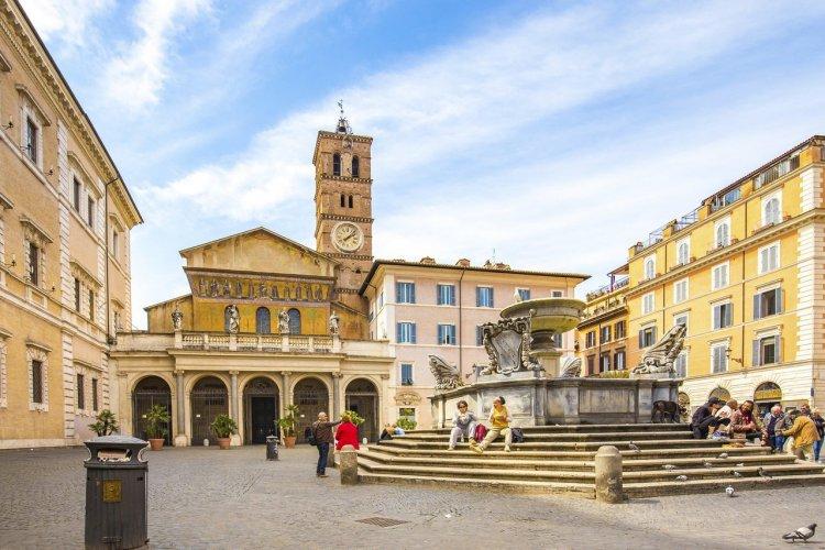 La place de Santa Maria in Trastevere - Rome - © orpheus26 - istockphoto