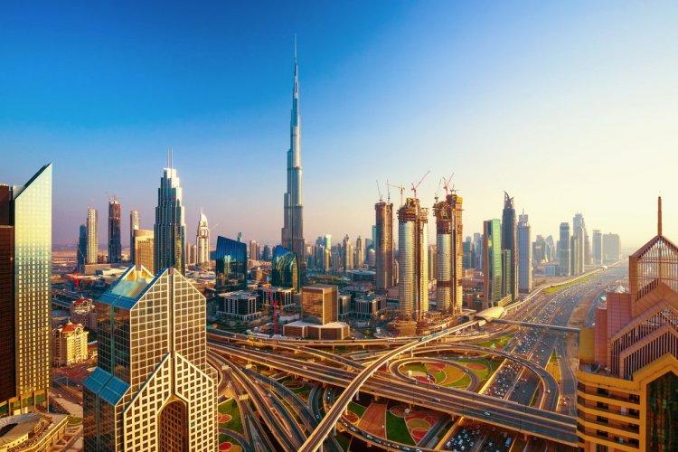 La Burj Khalifa, Dubaï - © RastoS - Shutterstock.com