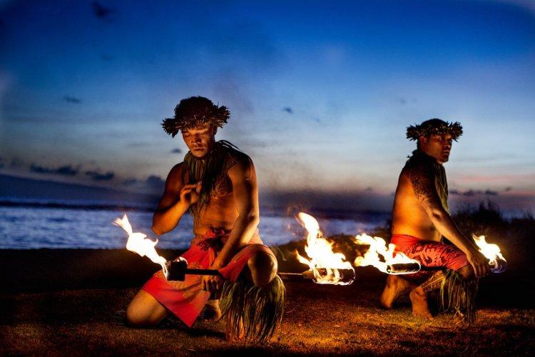 La danse du feu, Hawaï - © Deborah Kolb - shutterstock.com