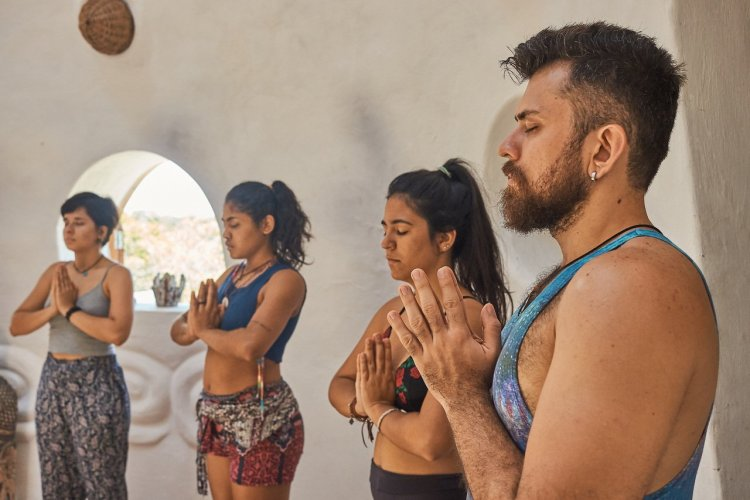 Stage de yoga à Canoa Quebrada, Nordeste - © Henrique Nishimura - shutterstock.com