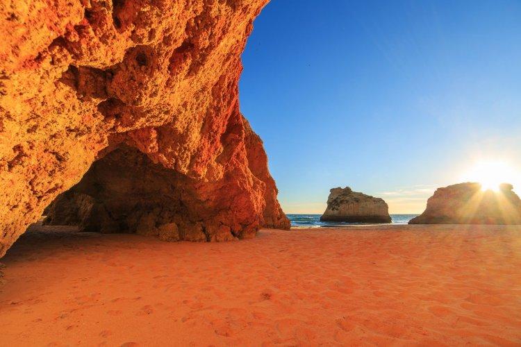 Praia da Marinha, Algarve - © Martin Krzyzak - Shutterstock.com