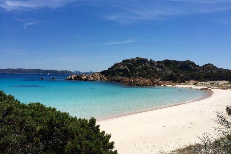 Spiaggia rosa - La plage rose de Sardaigne - © Mike Carballo - shutterstock.com