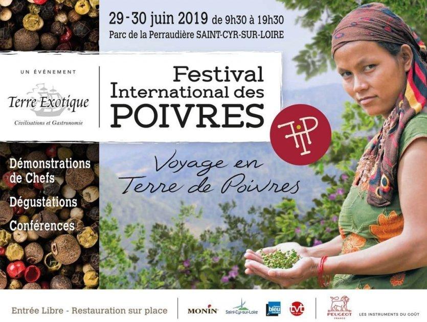 - © Festival International des Poivres à Saint-Cyr-sur-Loire