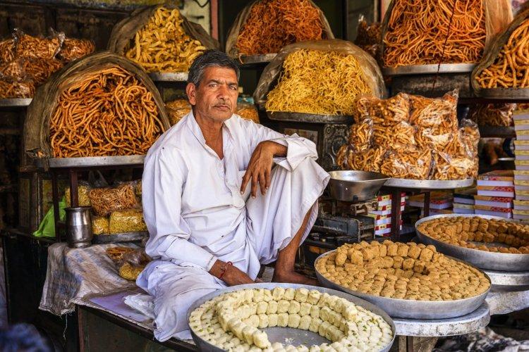 Vendeur dans les rues de Jaïpur, Inde - © hadynyah - iStockphoto.com
