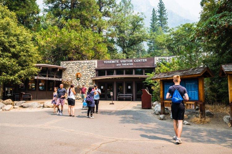 Yosemite Visitor Center - © Sundry Photography - iStockphoto.com
