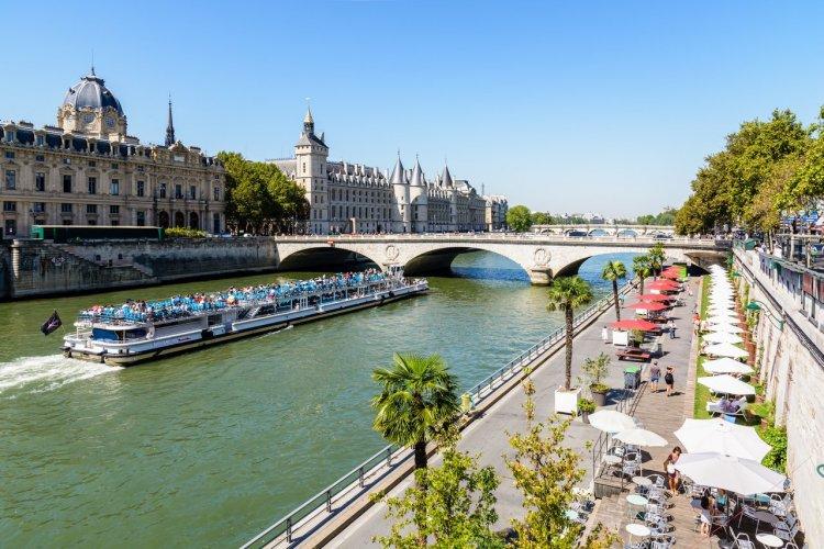 Les quais de Seine - © Olrat - shutterstock.com