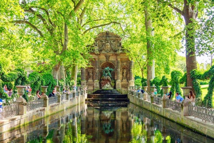 La fontaine Médicis du jardin de Luxembourg - © Solomakha - shutterstock.com