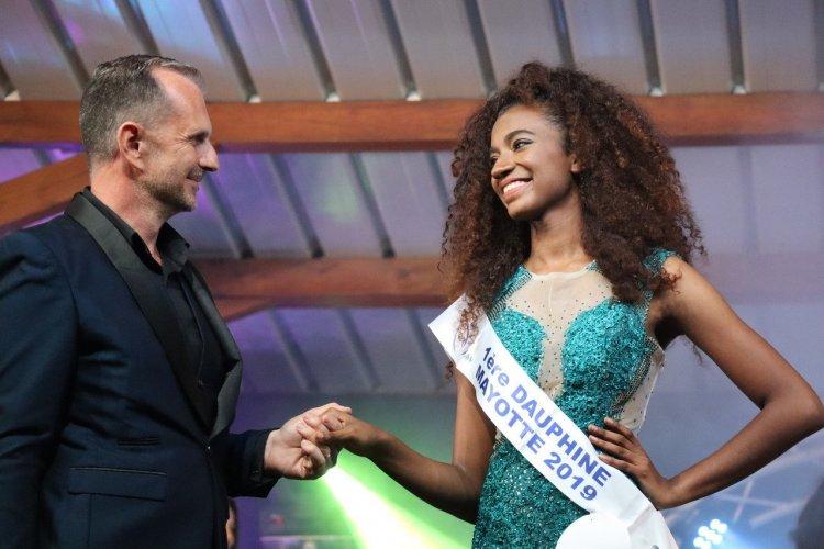 Frank Servel et la 1ère Dauphine Anlia Charifa - Miss Mayotte 2019 - © Laurent BOSCHERO