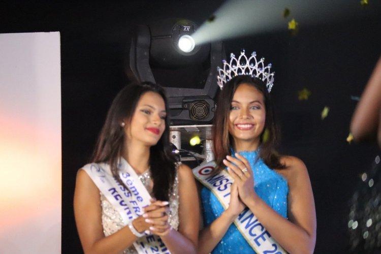 Belle complicité entre Vaimalama Chaves (Miss France 2019) et Morgane Soucramanien (Miss Réunion 2018) - © Laurent BOSCHERO