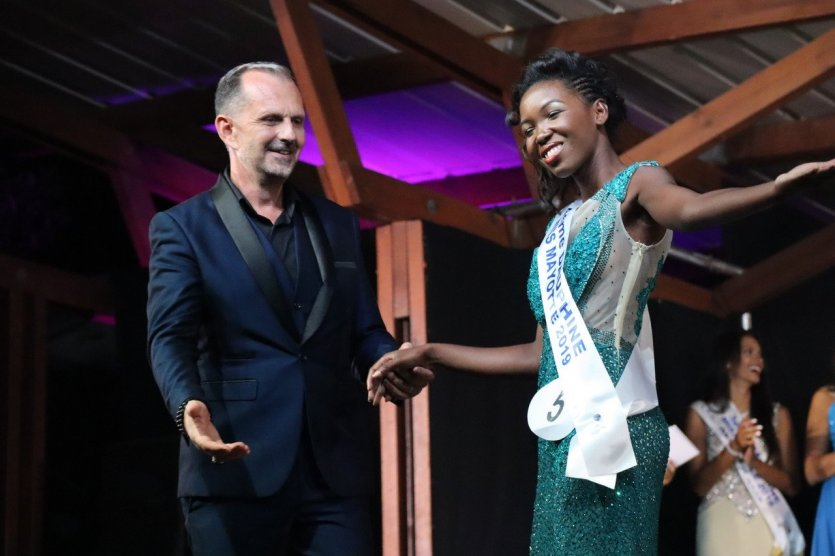 Frank Servel et la 4ème Dauphine Anissa Miradji - Miss Mayotte 2019 - © Laurent BOSCHERO
