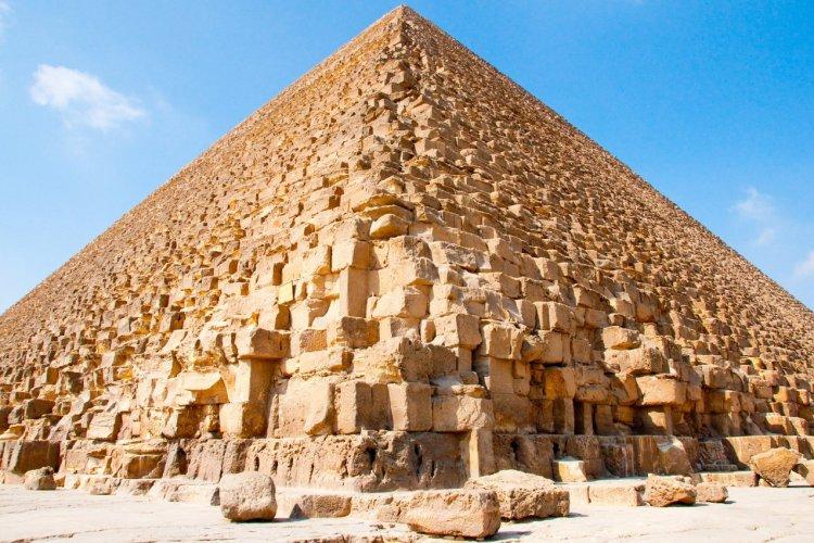 La pyramide de Kheops - © gravicam - Shutterstock.com