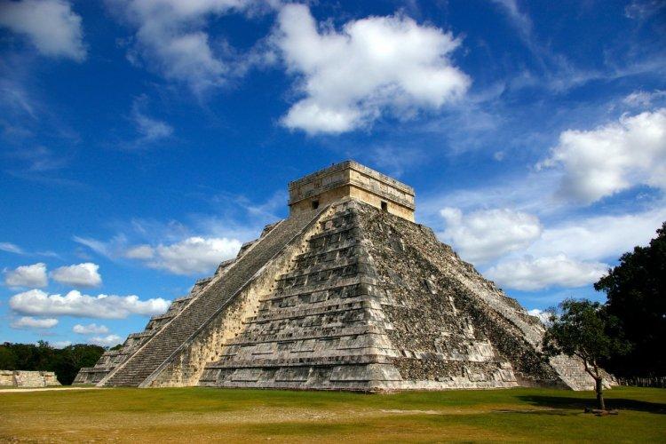 El Castillo - Pyramide de Kukulcan - © Vazhdaev - Fotolia