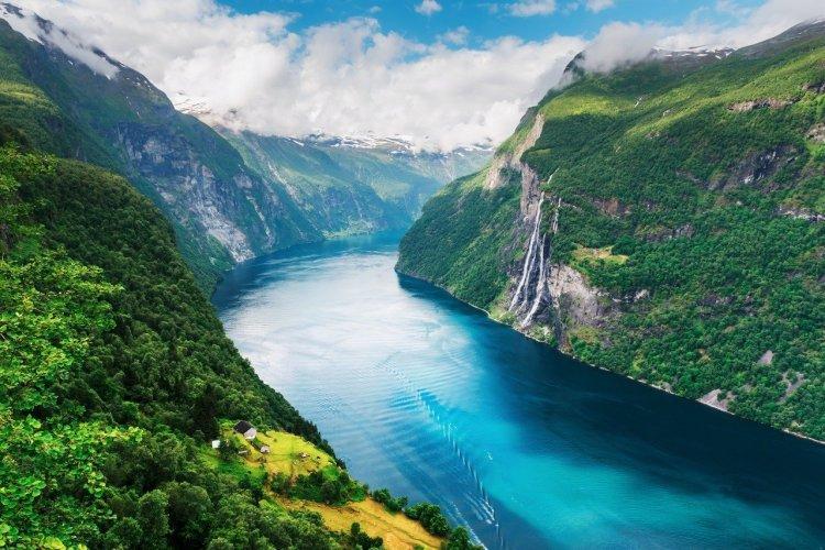 Fjord de Sunnylvsfjorden sur la côte ouest, proche de la ville de Alesund - © DR