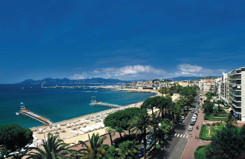 - © Palais des Festivals et des Congrès de Cannes - PERREARD