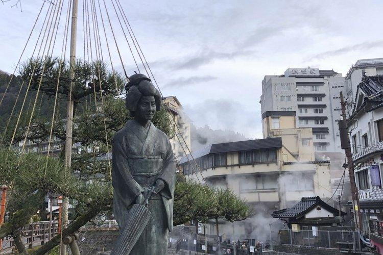 Statue Yumechiyo à Yumura Onsen - © Elena E.M