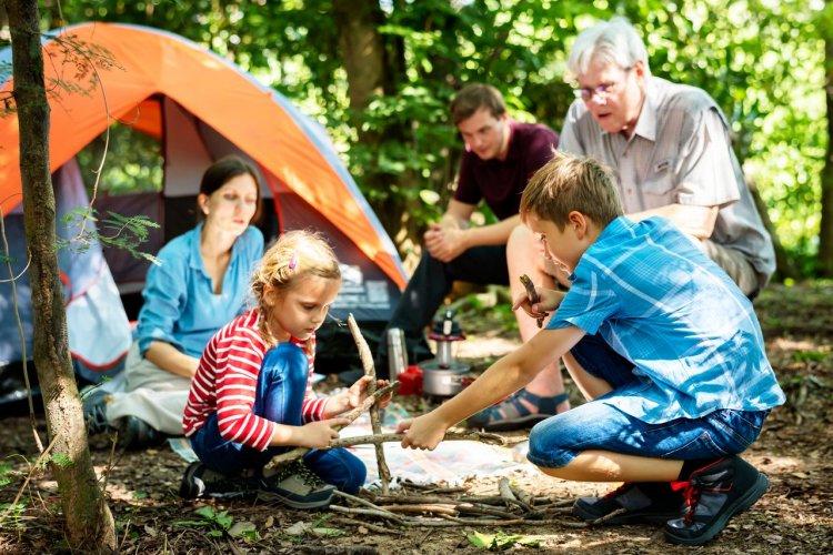 Camping en famille - © shutterstock (c)Rawpixel.com