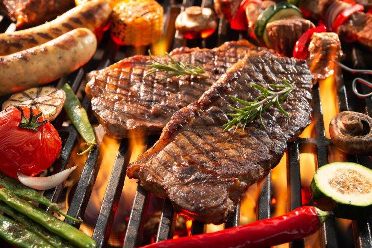 Barbecue à charbon - © (c)Alexander Raths - shutterstock