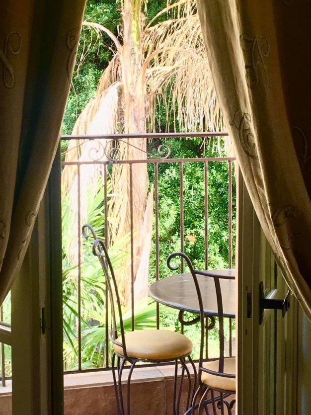 Une terrasse privative de l'hôtel. - © HOSTELLERIE DU CIGALOU