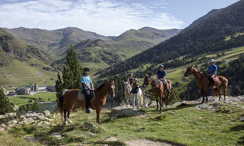 À cheval pour les Pyrénées catalanes - © Toni Anguera (FGC)