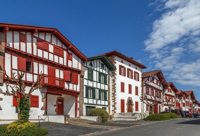 Le joli village basque d'Ainhoa. - © Borisb17 - Shutterstock.com