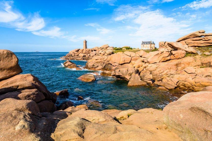 Ploumanach sur la côte de granit rose - © olrat - iStockphoto.com