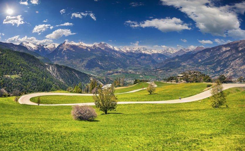 Le col de Vars sur la route des Grandes Alpes. - © Andrew_Mayovskyy - iStockphoto.com