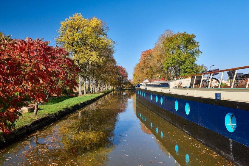 Péniche-hôtel canal de Bourgogne - © Damien Lachas
