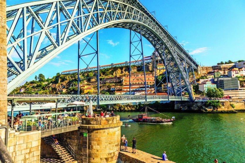 Pont Dom Luis I, Porto, Portugal - © Henrique NDR Martins - iStockPhoto.com
