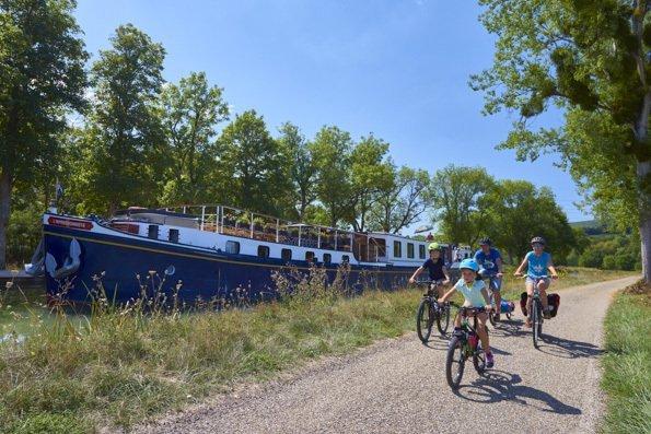 Tourisme fluvestre sur le canal de Bourgogne, ecluse_34s - © VNF-Damien Lachas