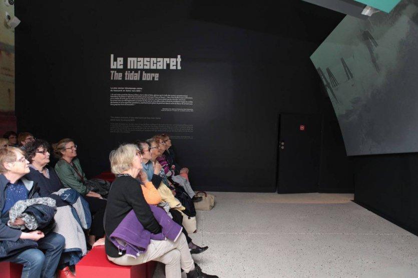 Projection d'images d'archives du mascaret - © COM CSa V-Bruneau