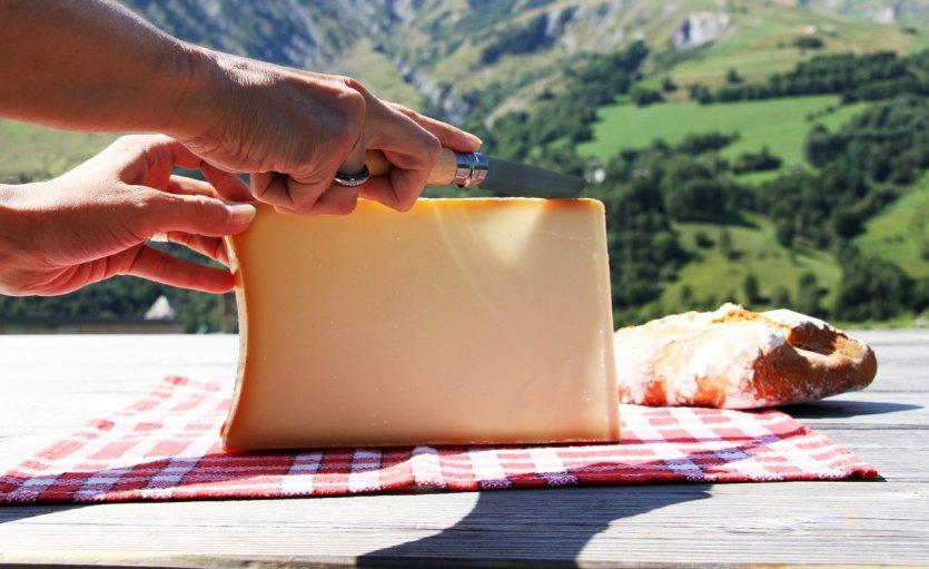 Dégustation de beaufort - © © page frederique - Shutterstock.com