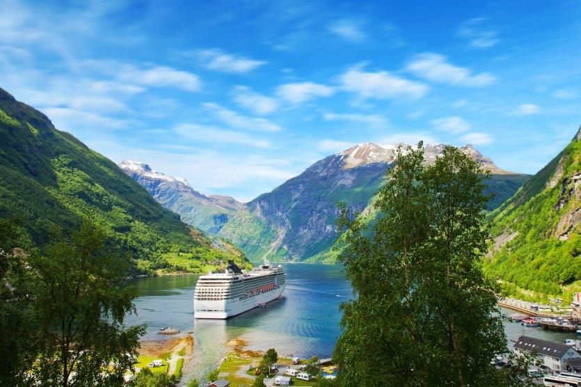 Bateau de croisière dans les fjords norvégiens - © © Luca Santilli - Shutterstock.com