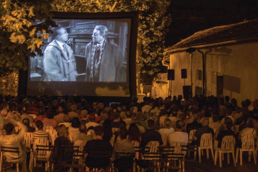 - © Festival de Cinéma en Plein Air de Visan