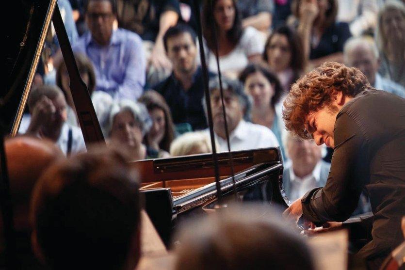 Lukas Geniusas - Orchestre Symphonique Tchaïkovsky de Moscou - Andris Poga - Parc du Château de Florans - © Christophe Grémiot